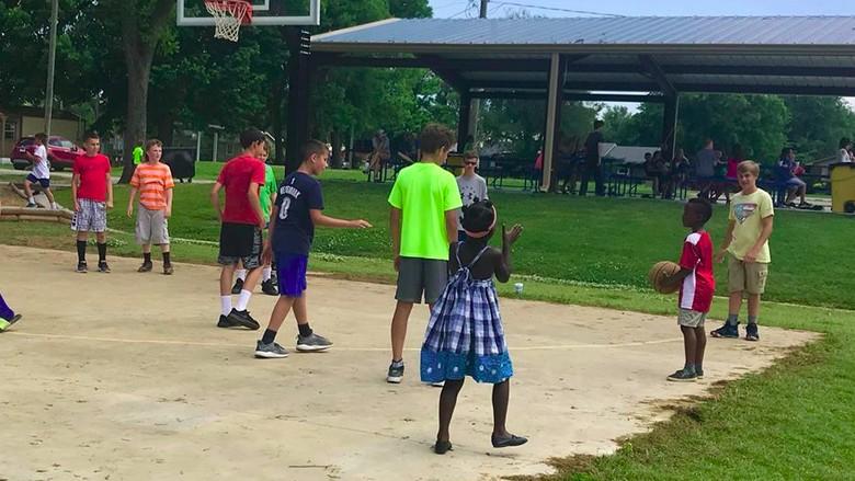 Video Anak Main Basket Ini Buktikan Perbedaan Itu Indah/ Foto: Facebook Christy Lee