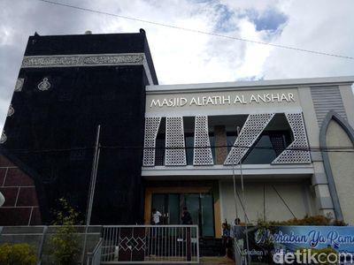 Foto: Masjid di Makassar yang Mirip Kabah