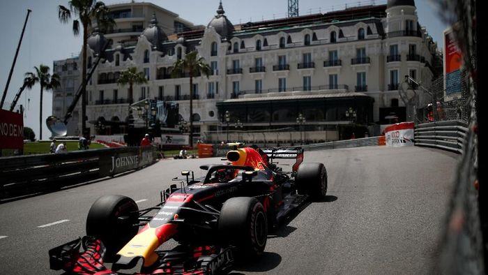 Daniel Ricciardo raih pole di Kualifikasi GP Monaco 2018 (Benoit Tessier/REUTERS)