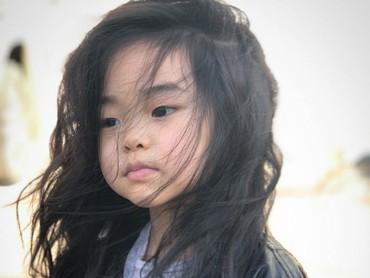 Rambut indah Lim yang ditiup semilir angin. Cute abis! (Foto: Instagram/lim_nikole)