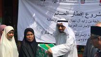 Kedubes Uni Emirat Arab Beri Sembako ke Warga Miskin Jakarta