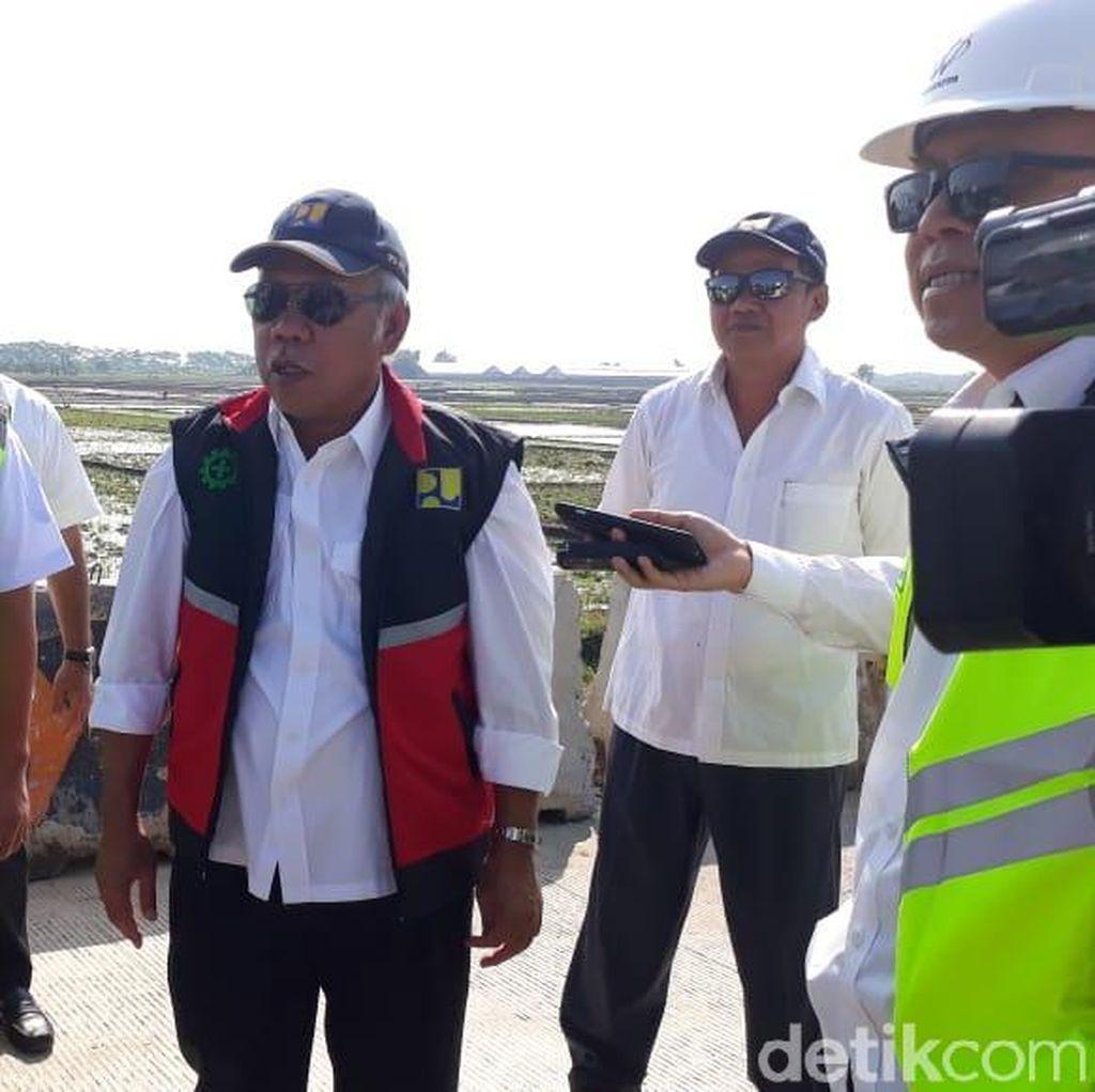 Berkacamata Hitam, Menteri PUPR Cek Tol untuk Jalur Mudik