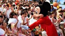 Osoroi Code, Tren Baju Kembar di Disneyland