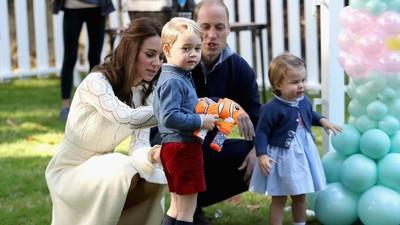 Asyiknya Putri Charlotte dan Pangeran George Saat Main di Luar
