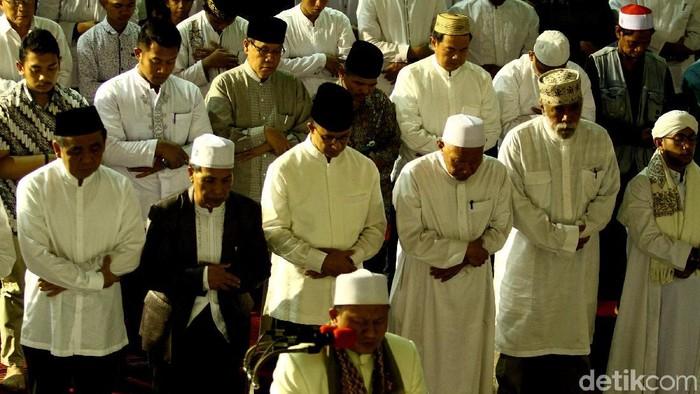 Pemerintah Provinsi DKI Jakarta menggelar sholat tarawih akbar di Masjid Istiqlal.