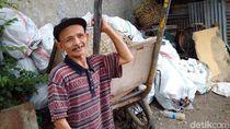Salut! Tukang Sampah Ini Kembalikan Uang Rp 20 Juta Temuannya