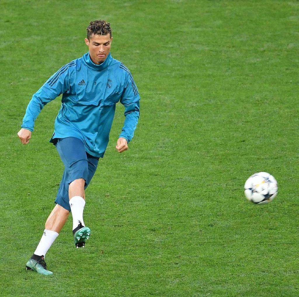 Ketika Sepakan Ronaldo Hantam Wajah Juru Kamera