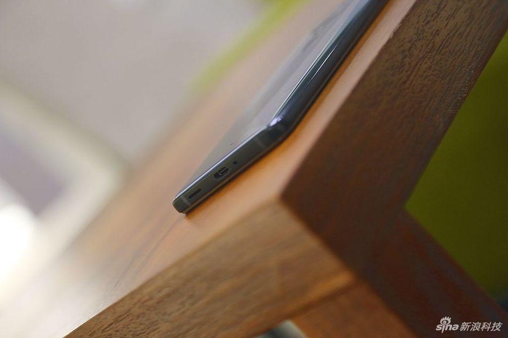 Ponsel ini juga dilengkapi standardisasi IP68. Foto: Sina Mobile