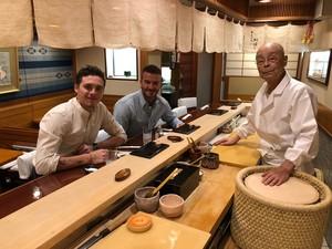 Liburan ke Jepang, David Beckham dan Brooklyn Santap Sushi dan Wagyu