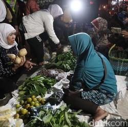 Prihatin dengan Gelapnya Pasar Kepung Kediri, Ini Kata Khofifah