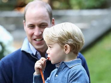 Wah, Pangeran George bersiap meniup balon sendiri. (Foto: Getty Images)