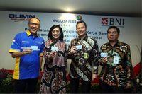 PT Bank Negara Indonesia (Persero) Tbk (BNI) dan Angkasa Pura Kargo kerja sama menambah ragam transaksi nontunai di area kerja Angkasa Pura Kargo (APK)/Foto: Dok BNI)