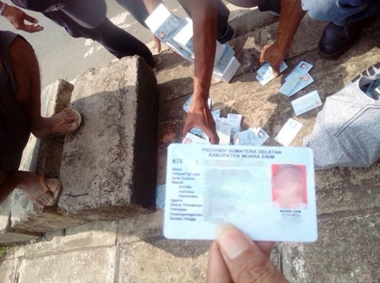 Mendagri Selidiki Dugaan Sabotase e-KTP yang Tercecer di Bogor