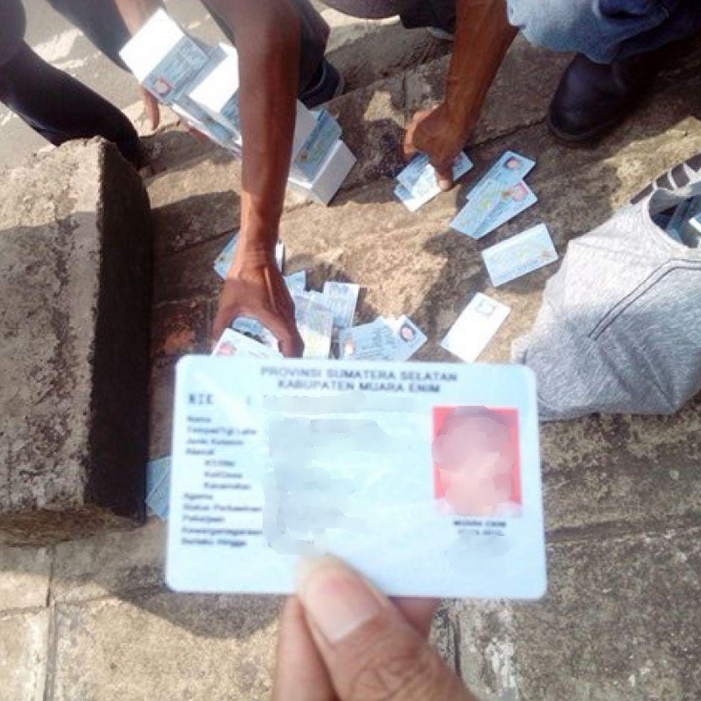 2 Kardus e-KTP Beralamat Sumatera Selatan Tercecer di Bogor