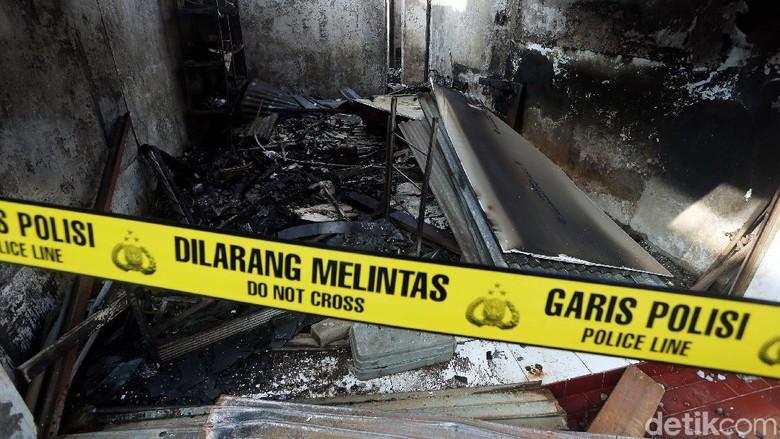 Digaris Polisi, Ini Satu Rumah Warga yang Jadi Sumber Kebakaran