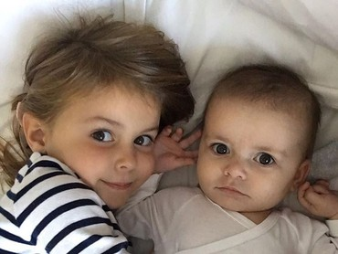 Alba Violet dan Nava Valentina, dua putri kesayangan Ayah Bale. (Foto: Instagram @garethbale11)