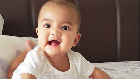 Lucunya Qisya, si Mata Belo Putri Presenter Tina Talisa