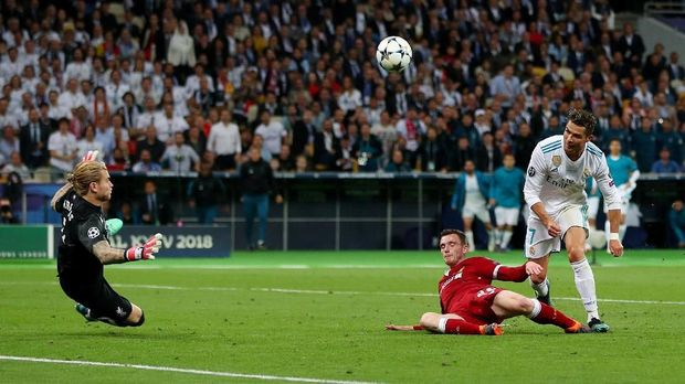 Cristiano Ronaldo sempat mendapat beberapa peluang tapi kerap digagalkan bek Liverpool.
