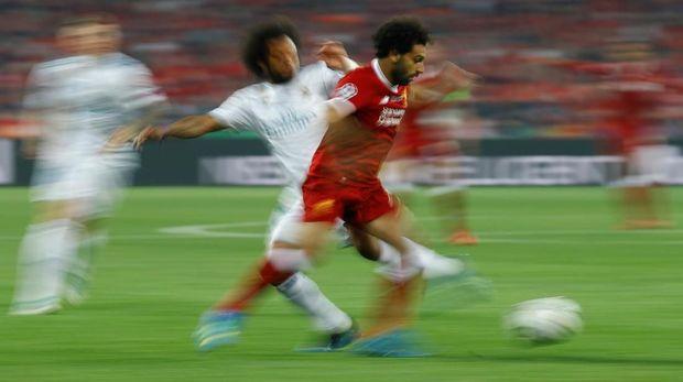 Mohamed Salah sempat merepotkan pertahanan Real Madrid di awal laga final Liga Champions.