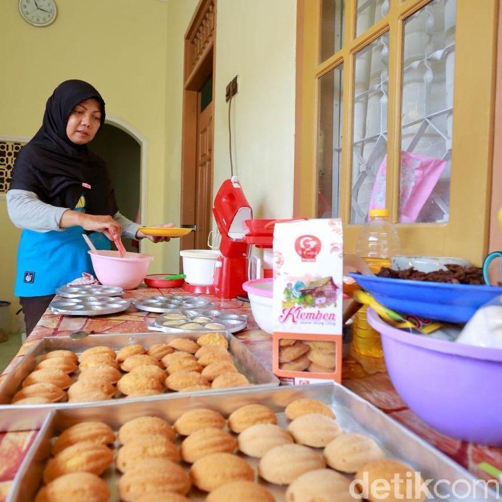 Berkah Ramadan, Penjual Bolu Klemben Banyuwangi Ini Panen Order