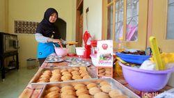 Berkah Ramadan, Penjual Bolu Klemben Khas Banyuwangi Panen Order