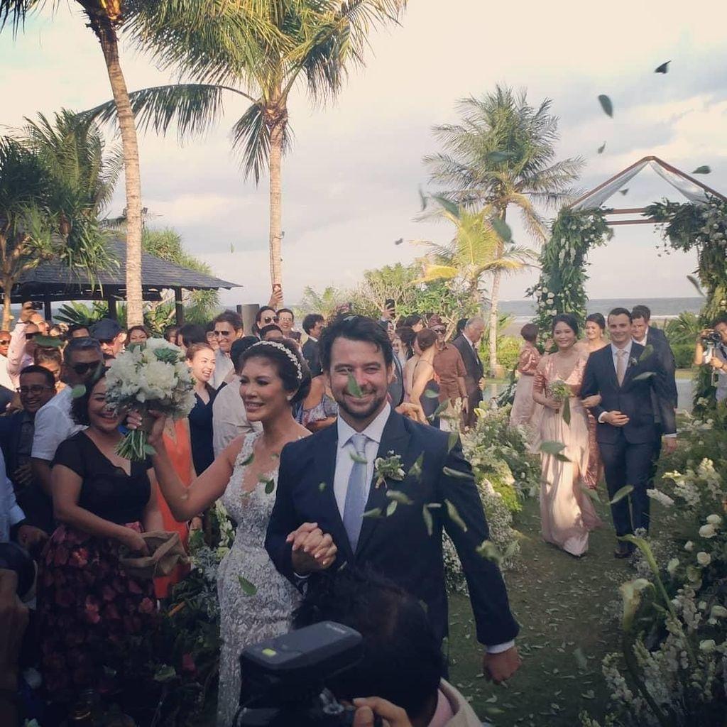 Momen Bahagia Pernikahan Aline Adita-James Midgley