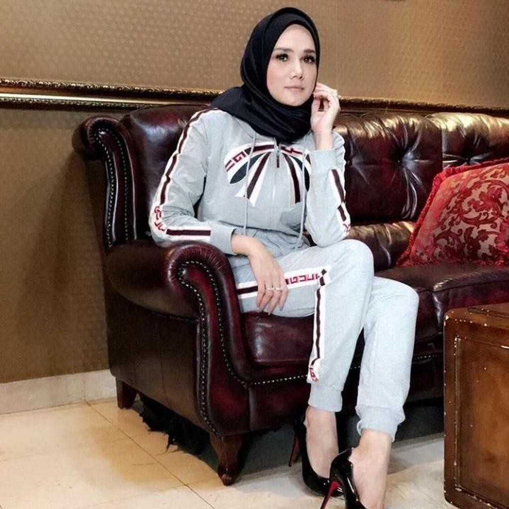 Posting Foto Tanpa Jilbab Usai Mantap Berhijab, Mulan Kena Tegur Netizen