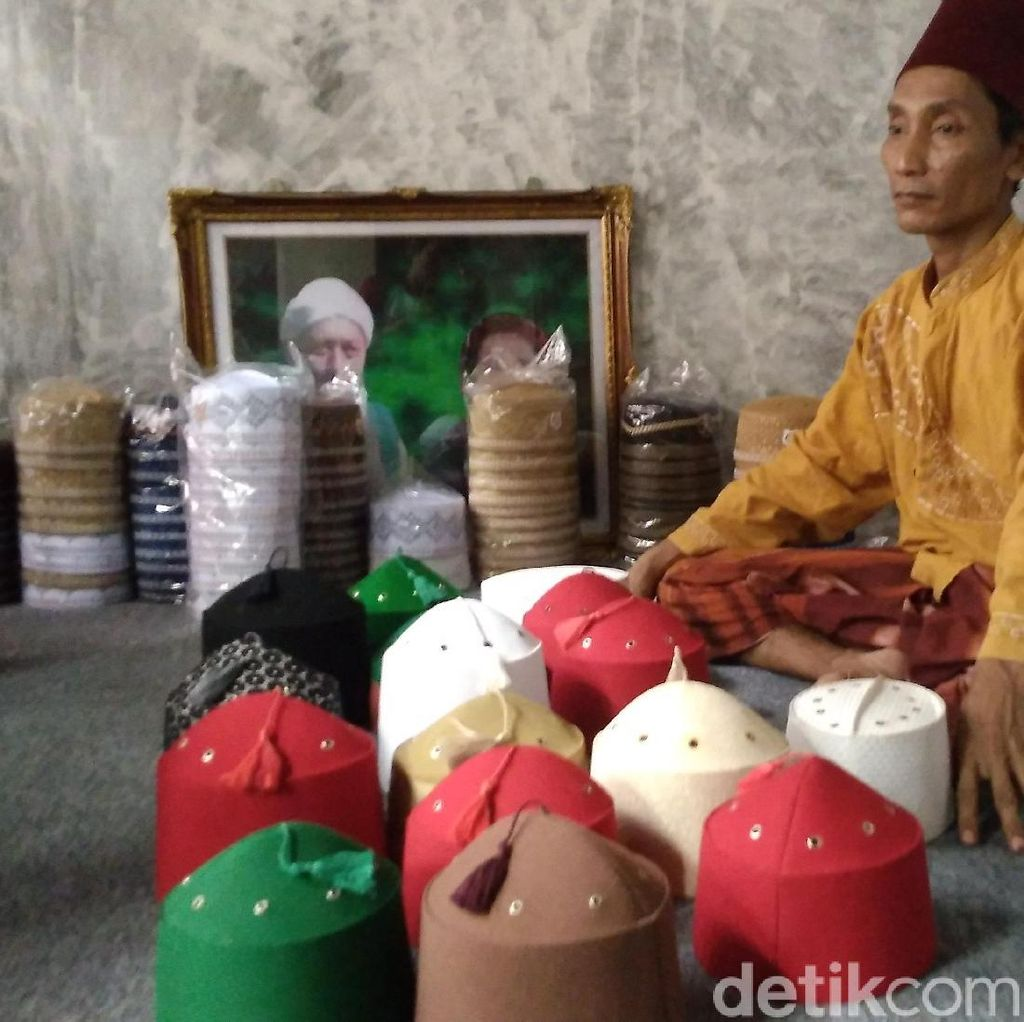 Perajin Peci Sufi Cirebon Banjir Pesanan Saat Ramadan