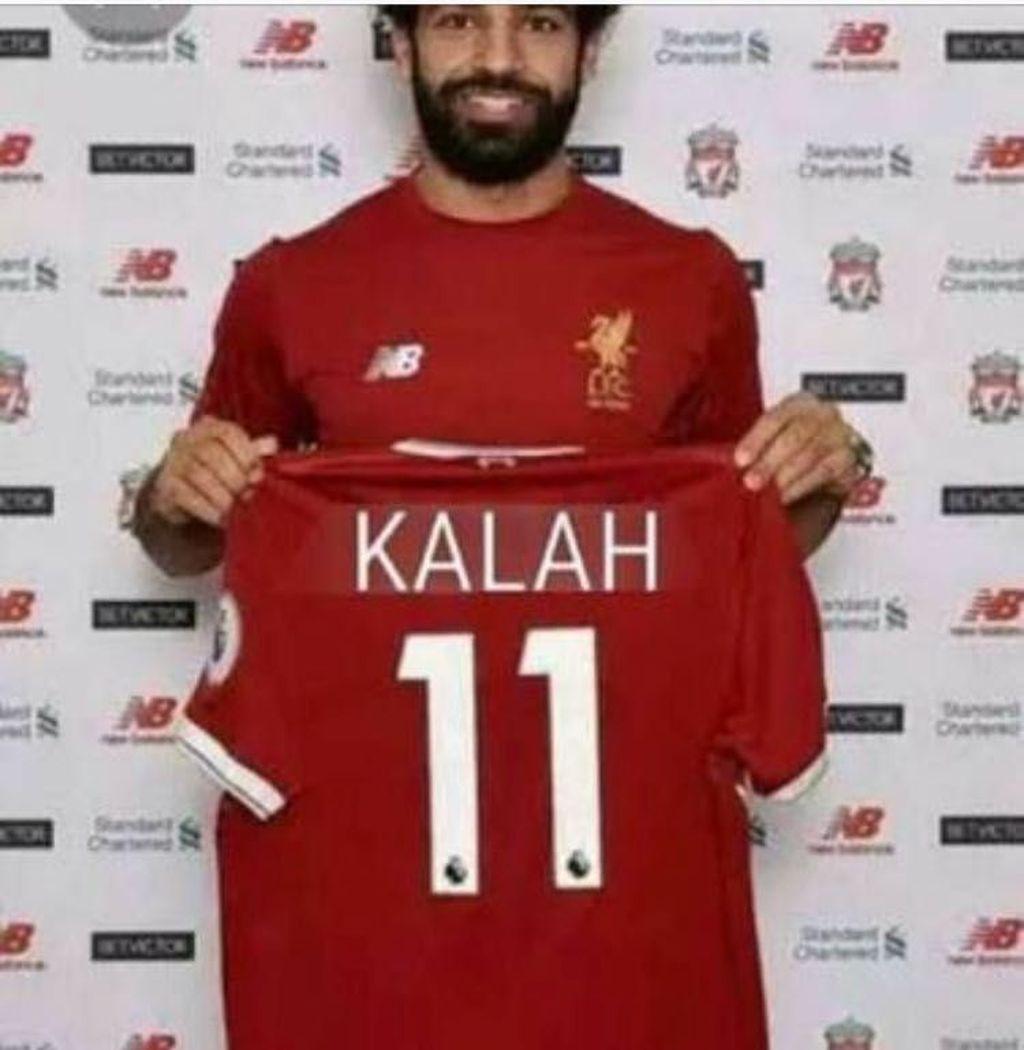 Banyak fans MU yang memposting foto editan ini di media sosial. Tujuannya apalagi kalau bukan untuk mengolok kekalahan Liverpool. Foto: Istimewa/Twitter