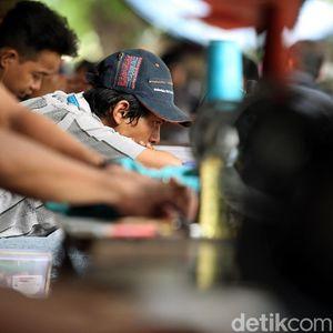 Tukang Permak Pakaian di Manggarai, Kebanjiran Order Jelang Lebaran