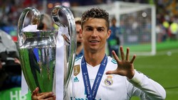 Saat kecil, bintang Portugal Cristiano Ronaldo kerap diejek kurus. Dengan tekad kuat, Ronaldo kecil latihan diam-diam di malam hari demi tubuh sekekar Hulk!