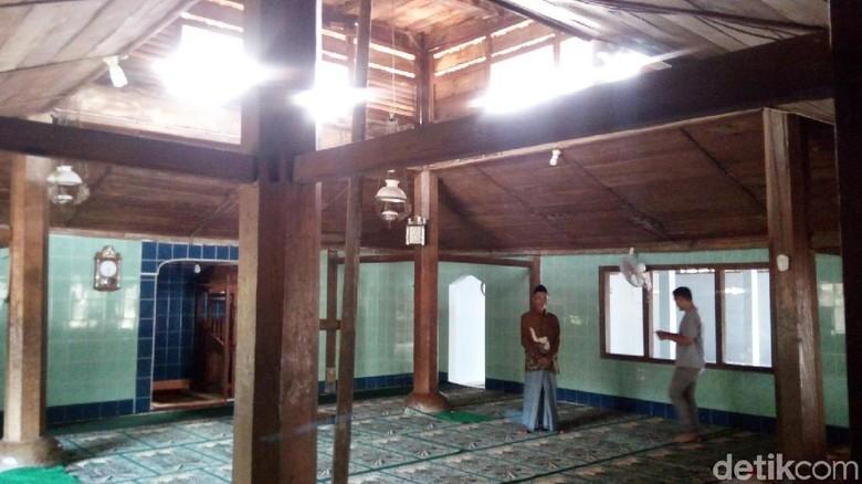 Di Masjid At-Taqwa Semarang, Ada Alquran Tulisan Tangan