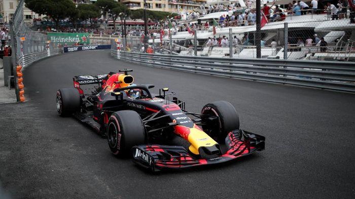 Pebalap Red Bull Daniel Ricciardo memenangi balapan GP Monako 2018 (Foto: Benoit Tessier/Reuters)