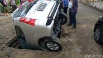 Ini Lubang Resapan Air yang Bikin Mobil Nyungsep di Grogol