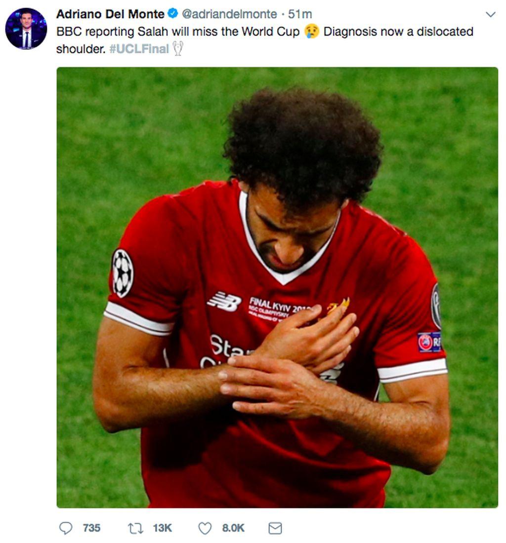 Mo Salah harus mengakhiri laga lebih awal karena cedera. Ia pun terancam absen di Piala Dunia nanti. Foto: Istimewa/Twitter