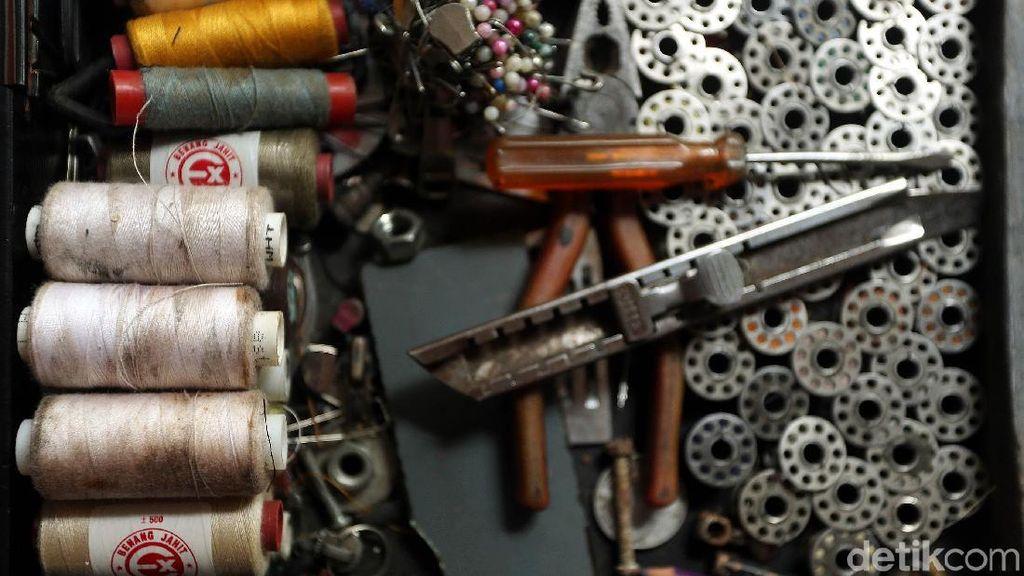 Jelang Lebaran, Tukang Permak Pakaian Bisa Kantongi Rp 1 Juta/Hari