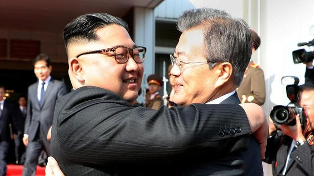 Pemimpin Korut Kim Jong-un dan Presiden Korsel Moon Jae-in