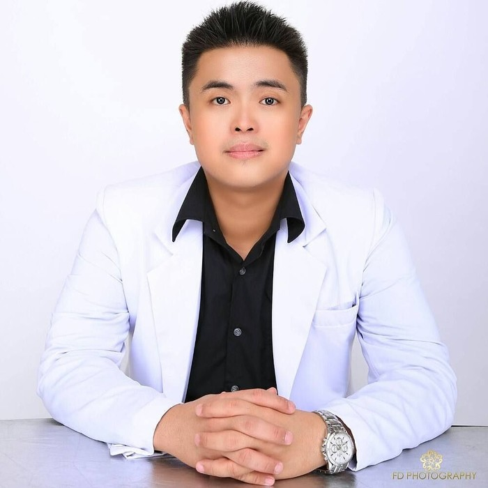 Dokter Rocky Chua baru-baru ini mendapatkan pujian karena menuliskan caption menyentuh hati kala mengunggah foto bersama Lucinta Luna. (Foto: Instagram/rockychua87)