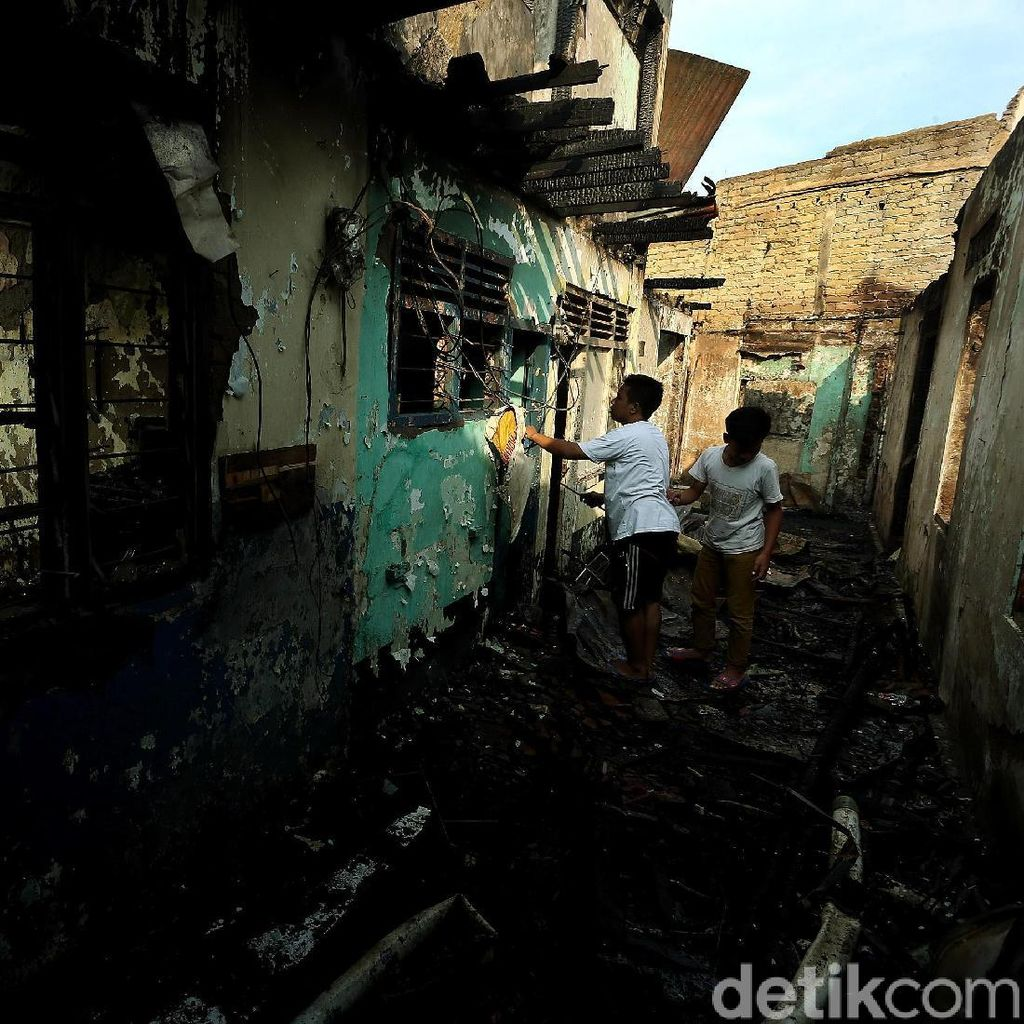 Potret Puluhan Rumah Hangus Pasca Kebakaran di Bidara Cina