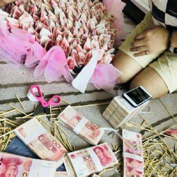 Inilah buket uang ratusan juta rupiah.