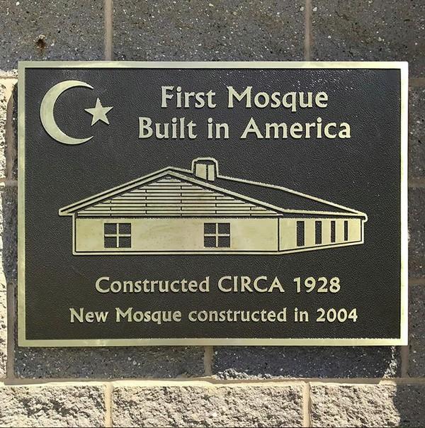 Masjid ini pertama kali dibangun tahun 1928 dan selesai 1929. Masjid ini dibangun oleh komunitas imigran muslim yang berasal dari Suriah. (Instagram)