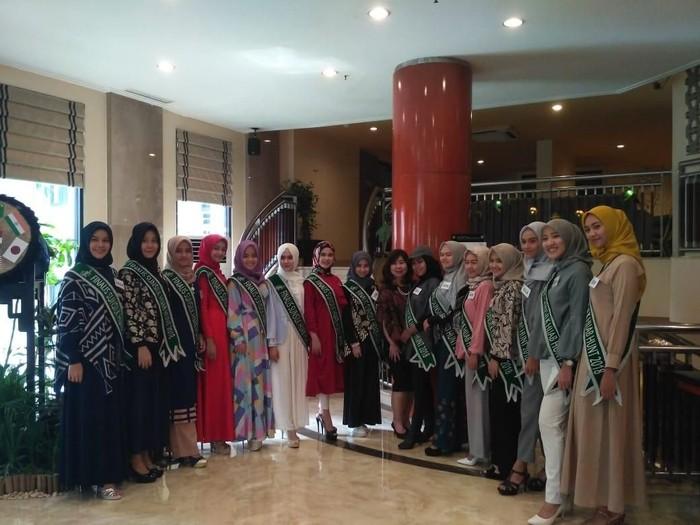 15 Finalis Sunsilk Hijab Hunt 2018 mengikuti kelas publik speaking. Foto: Anggi Mayasari/Wolipop