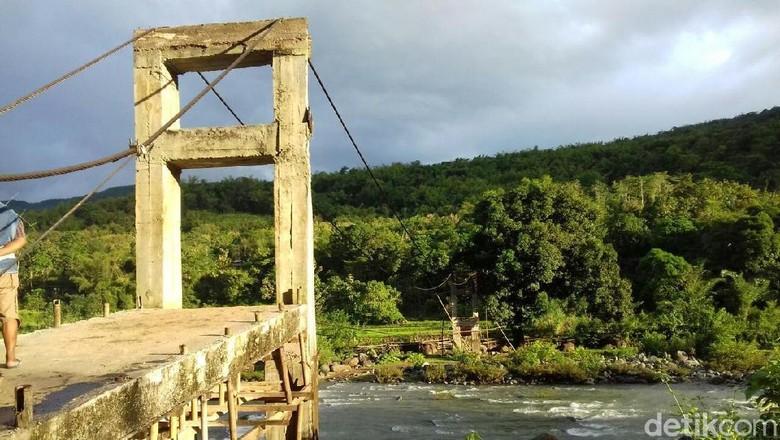Progres Jembatan Mangkrak Maros: Tali Sling Sudah Dibentangkan