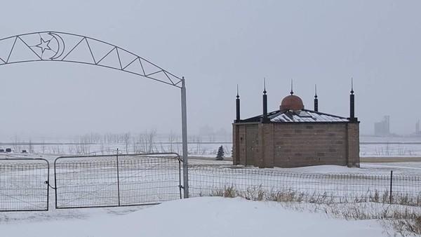 Kini Masjid North Dakota juga berfungsi sebagai mini museum. Di dalamnya terpampang kumpulan foto-foto Masjid North Dakota sekaligus informasi sejarahnya. (Instagram)