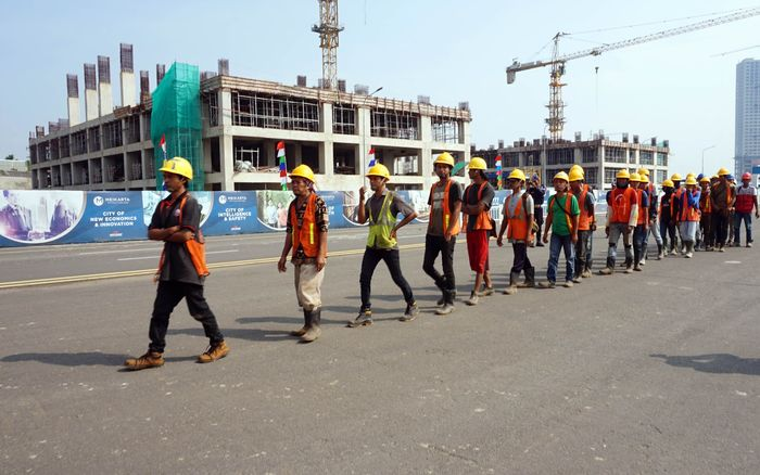 Pembangunan dari 92 tower yang tengah berjalan, sebanyak 18 tower akan diserahterimakan pada Desember 2018. Foto: dok. Meikarta