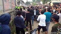 Tuntut Upah, Buruh Sukabumi Luka Kena Selongsong Gas Air Mata