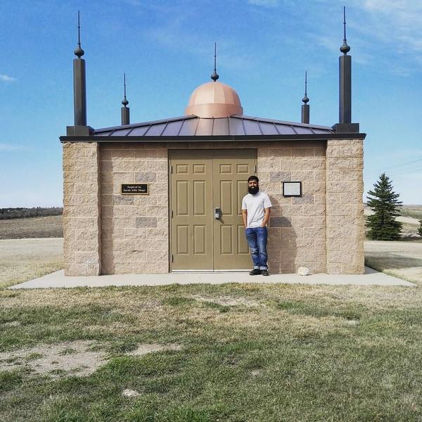 Di tahun 1979, masjid asli rubuh karena dimakan usia. Tapi pada 2005, masjid dibangun ulang oleh warga muslim dan komunitas Kristiani di sana. (Instagram)