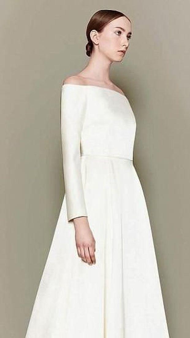 Gaun Emilia Wickstead yang disebut mirip dengan gaun pengantin Meghan Markle.