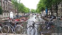 Konstitusi Belanda menunjukAmsterdam itu sebagai ibu kota negara. Kota ini terkenal dengan kanalnya yang bersejarah dan salah satu tempat pesta terbaik di Eropa (Foto: Afif Farhan/detikcom)