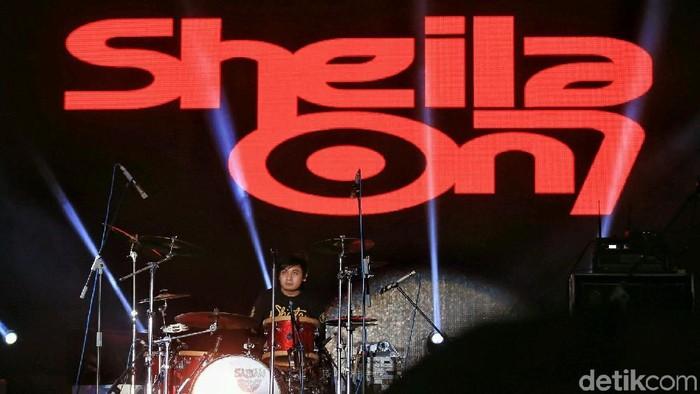 Aksi Panggung Sheila On 7 yang Bikin Panas